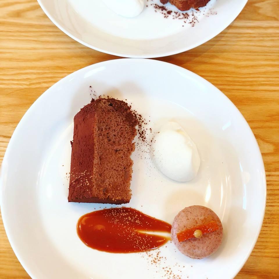 ビターショコラオレンジと紅茶みかんマカロン